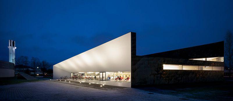 塞伊奈约基市图书馆从JKMM建筑师