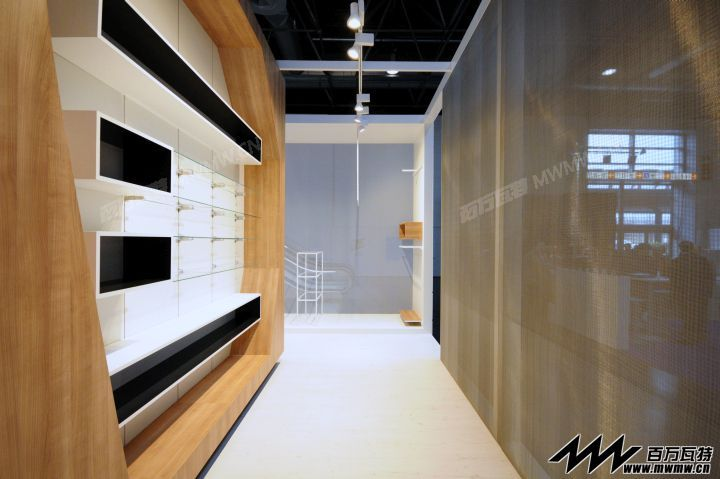 manufactrued interior and exterior wooden doors and windows