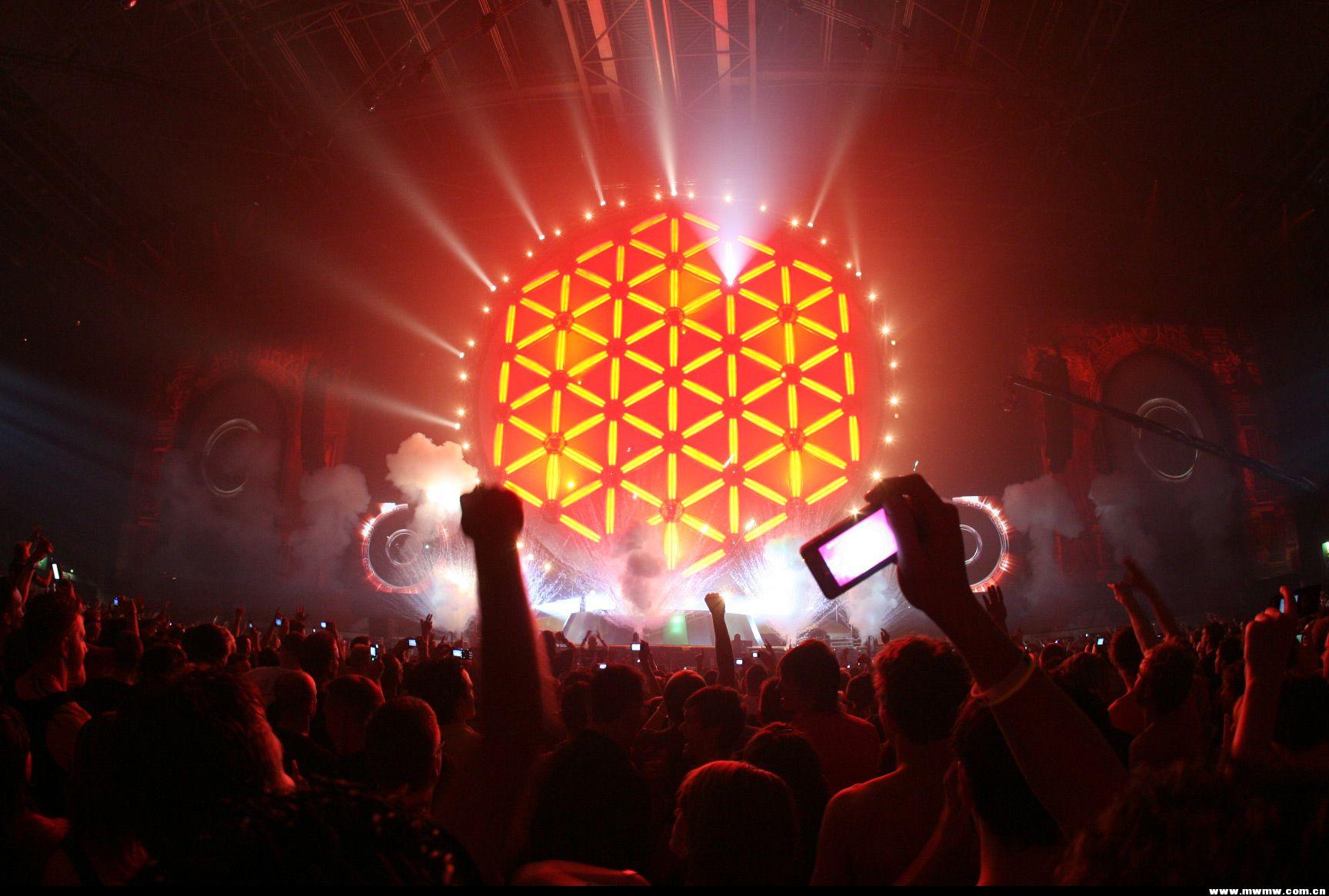 比Pink Floyd的演唱会还经典的舞台效果!!