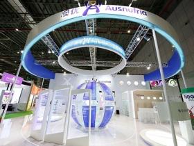中国国际进口博览会澳优乳业150平方特装展台,运用体感互动系统